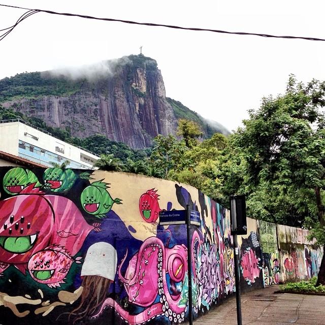 Rio Landscape, nature & urban together: Colégio de Aplicação da UFRJ at Lagoa Wall: Art by many artists, among them - @tozfbc @flipon @binho3m