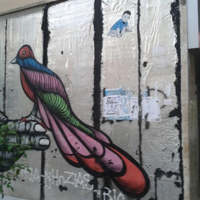 Rua Marques de Abrantes, entrada do Metro. #streetartrio #streetart #stencilart #sticker