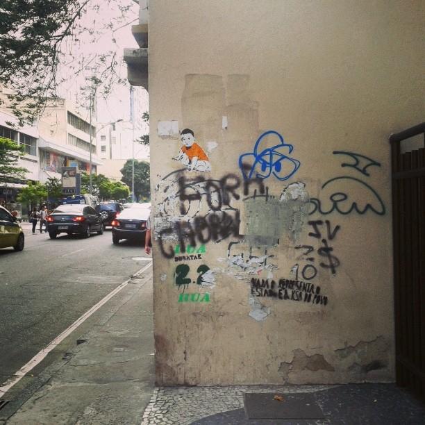 Rua das Laranjeiras indo. #sticker #streetartrio #stencilart #streetart