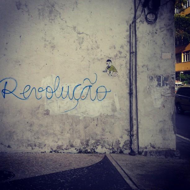 Rua das Laranjeiras vindo. #streetartrio #stencilart #sticker
