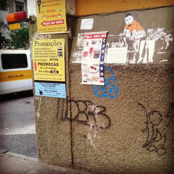 Rua das Laranjeiras. #streetart #streetartrio #stencilart #sticker