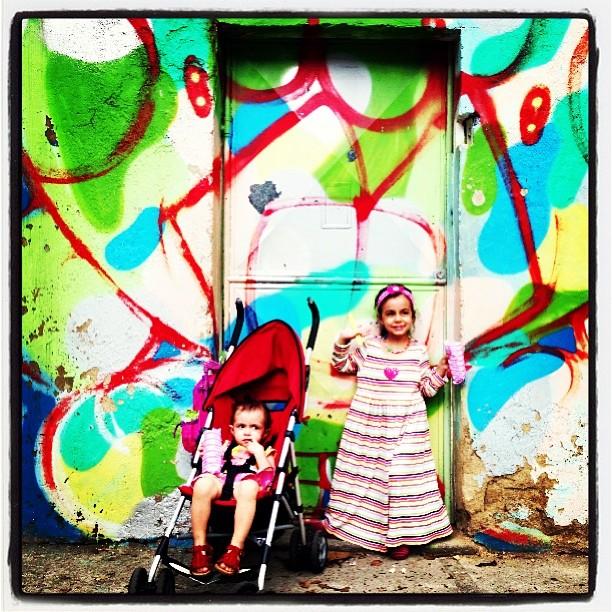 Voltando da escolinha.... bom final de semana!! #pinkgirl #marygirl #graffiti #djonereal @idolnoproject #artederua #artespray #streetstyle #streetartrio #artcolective #idolno