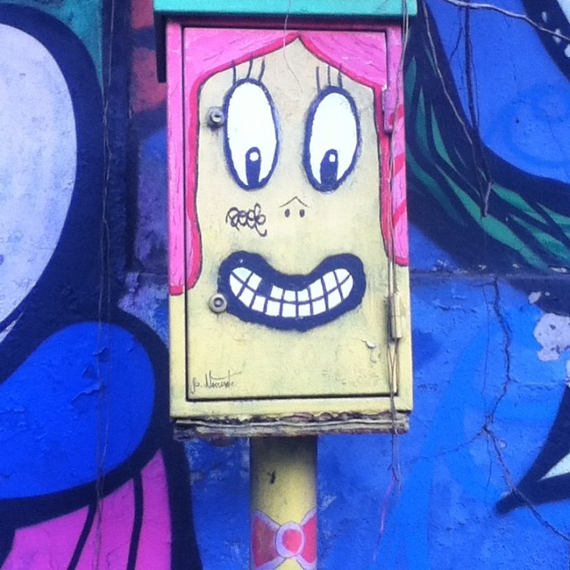 #cool little box by #jardimbotanico #rio #riodejaneiro #streetart #streetartrio #urbanart #streetarteverywhere #artederua #arteurbana #folkart #bowtie #urbanartbrazil #brasil #brazil #lifearoundart