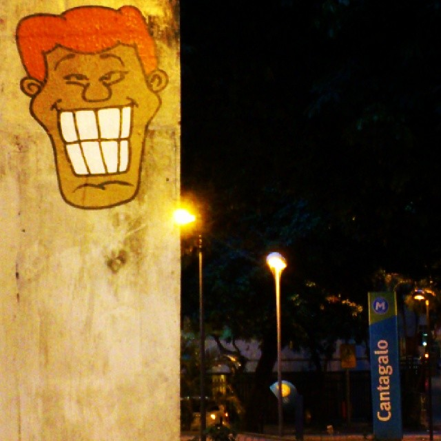 Estação Cantagalo, Copacabana #angatu #angatunorio #keepwalkinginrio #greatview #instagrafite #stickers #rafaelhiran #hiran #colors #streetart #streetview #streetartrio #urbanart #artederua #street #rsa_streetview #rsa_graffiti #graffitilovers #graffitiigers #igersrio #copacabana #cantagalo #helldejaneiro #errejota #cidadecinza
