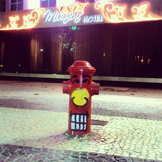 Hidrante Angatu em frente ao posto 5, Copacabana, Rio de Janeiro! #street #streetartrio #artederua #angatu #hidrante #angatugrafitti #graffitilovers #hidranteangatu #rsa_streetview #rsa_graffiti #instagrafite #rafaelhiran #hiran #hydrant #hydrantangatu #greatview #greatshot #helldejaneiro #copabacana #copacabana #posto5 #Avatlântica
