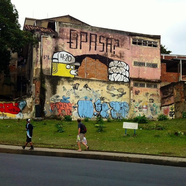 Q Pasa ? lhe deseja uma boa noite! com @igorsrcnunes #streetartrio #streetart #graffiti #mz #src