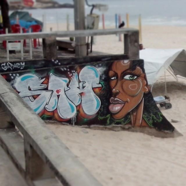#StreetArtRio grafite escondido ao lado de um quiosque