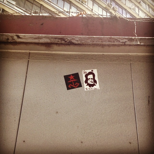 Um salve para a galera do Irreverentes! Tira tmj! #sticker #stickerart #stickerrio #streetartrio #streetart #graffit #irreverentes #vandal