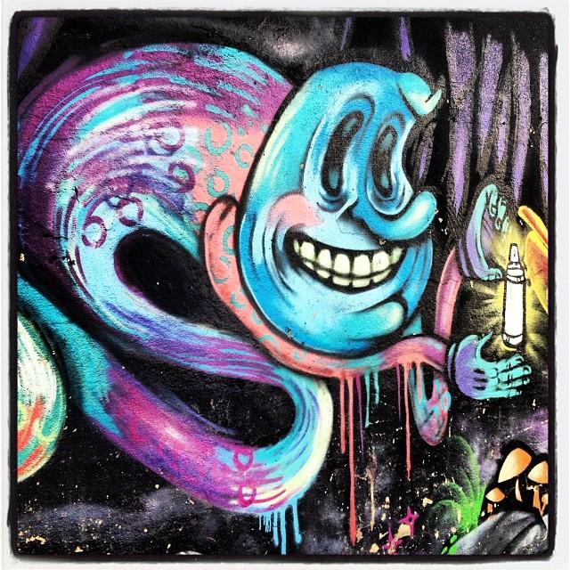 Acabando a história: Alice no Pais das Maravilhas! #grafite #graffrio #murosdorio #artelivre