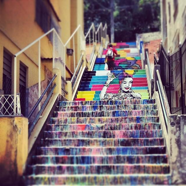 Agora esta pronto. Carmem Miranda nas escadarias do Bairro de Fatima. Coletivo?? #streetartrio