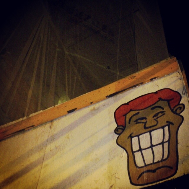 Angatu: Desculpe o transtorno, estou em construção! :D #angatu #streetview #stickers #rsa_grafitti #rsa_photo_of_the_day #rsa_streetart #urbanart #hiran #rafaelhiran #streetdesign #streetartist #streetartrio #obras #helldejaneiro #errejota #riodejaneiro #rioeuteamo #beautifulnight #redhair #gavea #marquesdesaovicente #go #greatshot #igersrio