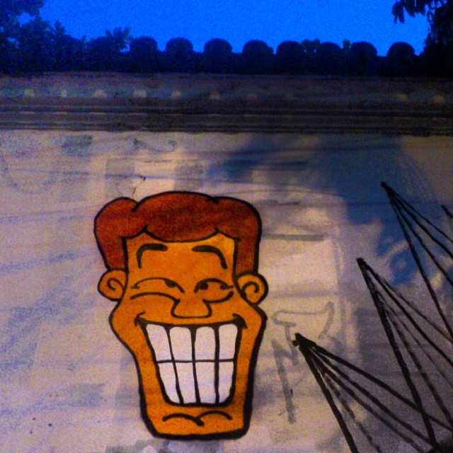 Angatu ficando corado no Hell de Janeiro... #angatu #hiran #arteurbana #urbanart #streetart #streetartrio #helldejaneiro #errejota #murodojockey #rsa_streetview #streetartbrasil #colors #jcb #grafittilovers #igersrio #redhair #bluesky #jardimbotanico #instagrafite #instaquadros #sorria #streetdesign