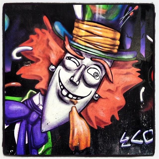 Chapeleiro Louco, Alice no Pais das Maravilhas! #grafite #graffrio #murosdorio #artelivre @marceloeco