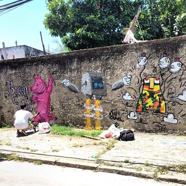 Domingo com @dozetreze e Pipe #spray #sprayart #streetart #streetartrio #pig #pork #pintura #art #arte #arteurbana #freehand #grafite #graffiti #calligraffiti #colorgin #bacon #montana