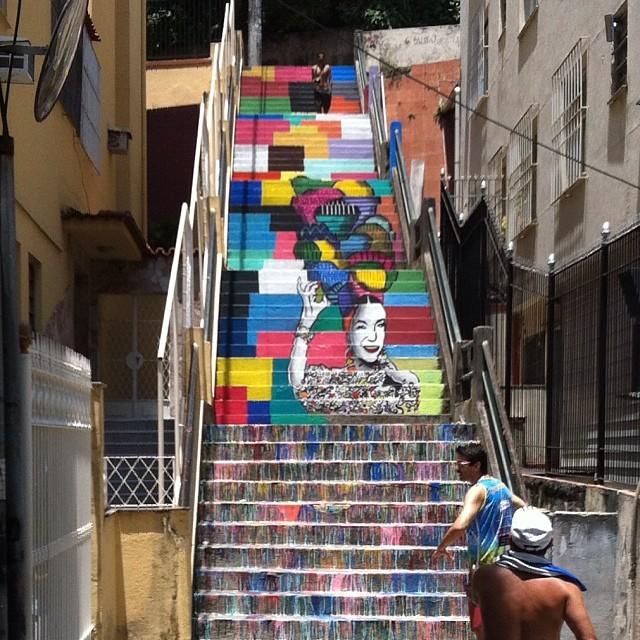 Graffiti que fizeram na escadaria do Bairro de Fátima #streetartrio