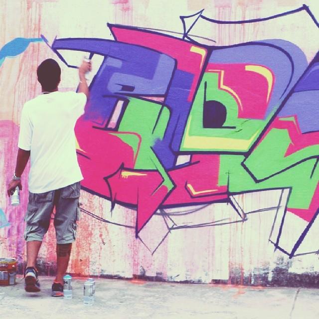 Hypnotize - #EraCircuS #2014 #Graffiti #GraffitiCarioca #artwork #photooftheday #GraffitiRJ #GraffitiBrasil #GraffitiArt #GraffRio #StreetArtRio #GraffitiCarioca #Rap #RJ #HipHop #Humildade #RioDeJaneiro #FreeHand #LoveLetters #art #Amor #FreeStyle #Blopa #Letters #Life #color #Canvas #carioca #Instagraffiti #SprayArt