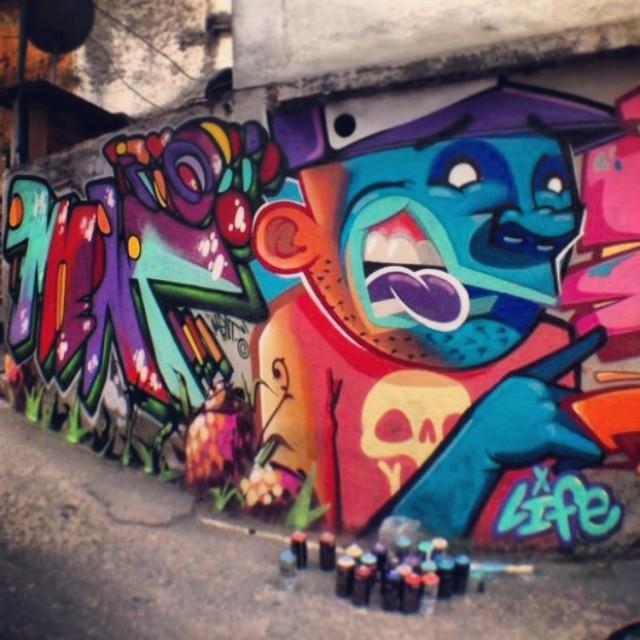 Iluminado! No vidigal com os amigos @marceloment @marcelojou e @tarm1 . #streetartrio #graffiti #kovokcrew