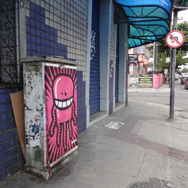 One more creature by @rafocastro . ♡ #rafocastro #rafo #lambe #lambelambe #coladefarinha #wheatpaste #pasteup #muralart #posterart #urbanart #streetart #artederua #arteurbana #streetartrio #riostreetart #riodejaneiro