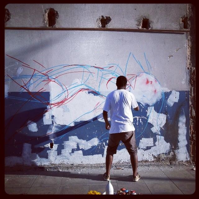Os trabalhos não param! Combone em ação!!! #graffiti #flowrj #streetartrio