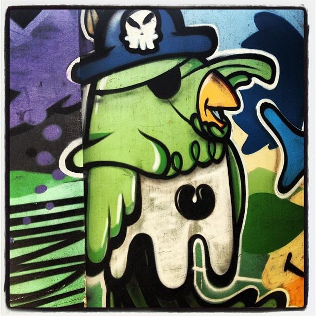 Papagaio de pirata! #artelivre #streetartrio #graffrio #grafite #murosdorio #lagoa #verão