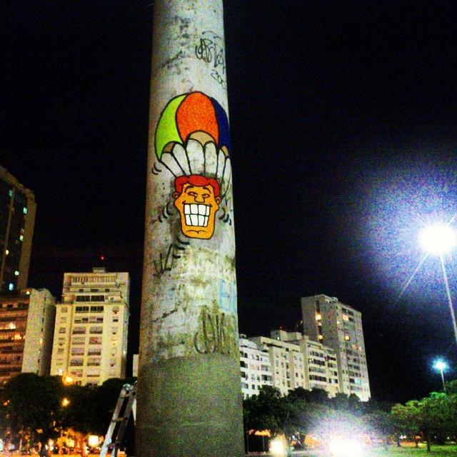 Salto noturno... #angatu #streetart # #hiran #rafaelhiran #streetdesign #colors #rsa_graffiti #rsa_streetart #rsa_streetview #streetview #streetartbrasil #streetartrio #artinpublicspace #urbanart #arteurbana #art #greatshot #greatview #grafittilovers #grafiterio #igersarte #igersrio #helldejaneiro #aterrodoflamengo #botafogo #riodejaneiro #errejota #beautifulnight
