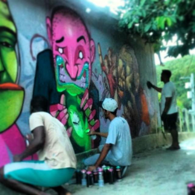Tempo! No complexo do alemão com os brothers @rena_machado e Seon . #kovokcrew #graffiti #instagrafite #streetartrio