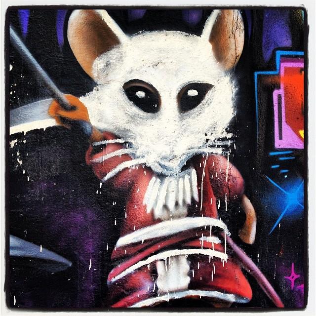 Um rato!!!! Alice no Pais das Maravilhas! #artelivre #murosdorio #grafite #graffrio