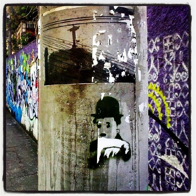 Who: #CharlieChaplin Artist: ? Photo: #MarcosLobo Location: #RioDeJaneiro #Brazil #streetartcinema #streetart #streetartist #streetartrio #streetartbrazil #urbanart #urbanromantix #arteurbano #artecallejero #rsa_graffiti #artistmafia #graffiti #Cinema #7art #Art #Culture #British #filmmaker #Comic #actor #Composer #TheTramp #Icon