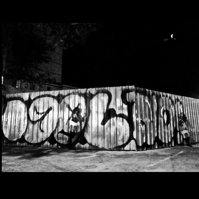 #graffiti #bomber #idolno  #crew #luhmelloni & #marygirl #paint by #djonereal & @sockppxi #jb #cristo #artcolective @idolnoproject #artespray #artederua #idolnostyle #streetstyle #streetartrio  #goodnight