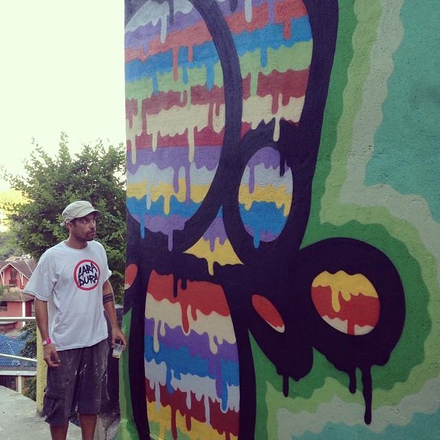 Caminho do Graffiti!! Muitos amigos reunidos, dias clássicos de pintura e curtição. Parabéns #santacrew @marcioswk e @marcelojou , obrigado pelo convite!! #streetart #streartrio #graffiti #graffitiart #graffitirio #colors #caminhodograffiti #urbanart #icon #hot #streetartandgraffiti #instagrafite #rj #riodejaneiro #mga #freehand #friendship