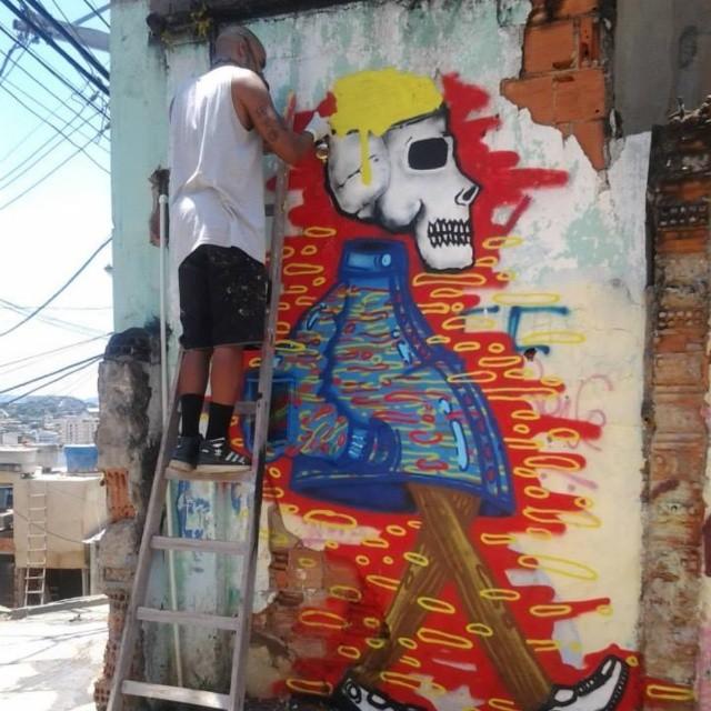 Complexo do Alemão RJ #artistasurbanoscrew #streetartrio #complexodoalemao #circulando9 #ocupaçãocultural #ruasdazn #meusrolés #instagraffiti #instagraffite #graffitirj #ilovegraffiti #urbanart #lovestreet #caveira #artrio #nobã630 #terrorzn