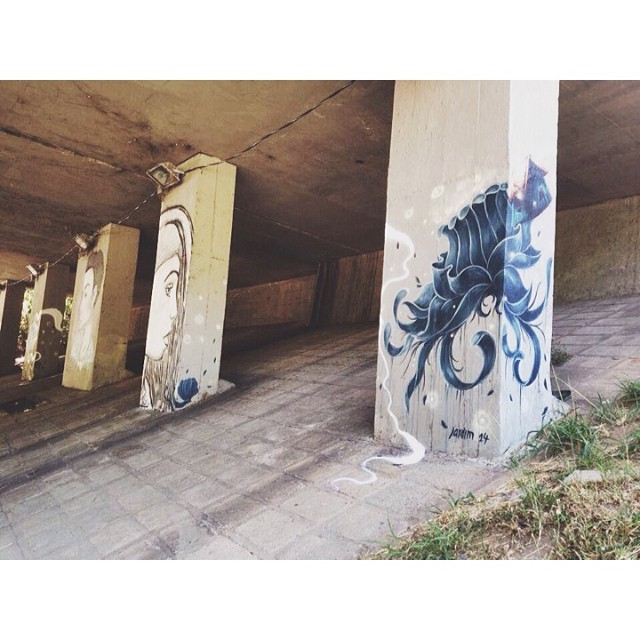 Detalhe das colunas do Túnel Rebouças com @heitorcorrea64 e @pedrojardim • Cosme Velho - RJ #instagrafite #streetartrio