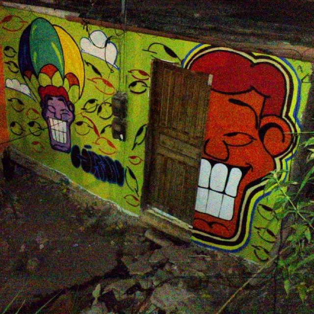 Dias felizes, bons momentos no Caminho do Graffiti, Morro dos Prazeres. #caminhodograffiti #MorrodosPrazeres #morrodosprazeres #angatu #hiran #streetdesign #streetartrio #arteurbana #beautifulday #errejota #helldejaneiro #igersrio #grafittilovers #ilovegraffiti #welovegraffiti #rsa_streetart #rsa_graffiti