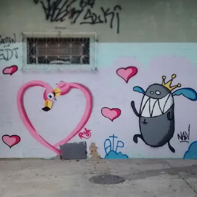 E no sábado, finalmente teve a pintura com o cara que faz o monstro da nuvem e o renascimento da ATP - Associação dos Trabalhadores que Pintam! Rápido e rasteiro. #rafa #flamingo #grafite #graffiti #atp #trapacrew #tijuca #monstrodanuvem #amor #rosa #streetartrio