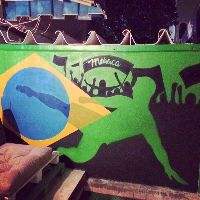 Mais uma do @maracahostel #spray #sprayart #streetart #streetartrio #urbanart #instagrafite #instagraffiti #arteurbana #graffiti #grafite #soccer #copa #worldcup #futebol