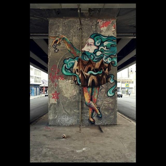 O Rei apagado #rei #king #key #casas #art #streetartandgraffiti #streetartrio #urbanart #ry #darth #sp #minhocao #novecinco #heitorcorrea com @ry_chime e darth