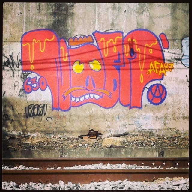 Original das ruas #artistasurbanoscrew #streetartrio #instagraffiti #graffitirj #ilovebomb #ilovebombing #worldgraffiti #throwup #nobã630 #ruasdazn #meusrolés #urbanart