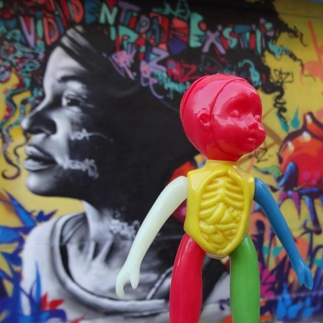 Raiz & Identidade. #mrree #paulkaiju #larissaluz #marceloment #thiagotarm #tarmone #riostreetart #streetartrio #urbanart #graffitiart #streetart #artederua #arteurbana #graffitibrasil #riodejaneiro