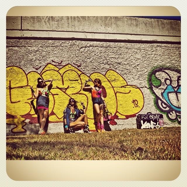 Real 40• #graffiti @osgemeos #crew @bru_olive @marygirlstyle @liviarbitrio #photo #djonereal #streetart #streetartrj #streetartrio