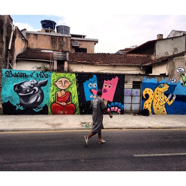 Sábado com @dozetreze @pipe_tamanini @luigi_chi94 #vilaisabel #arteurbana #streetartrio #spray #sprayart #streetart #grafite #graffiti #instagraffiti #colorgin #caligrafia #calligraphy #calligraffiti #bacon #baconévida #birão #mtn #mtnrio #montana