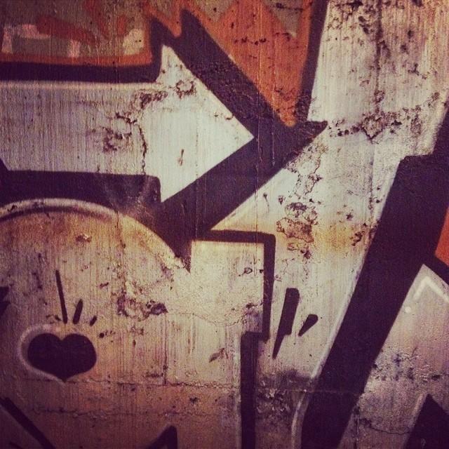 engarrafada no túnel #streetart #streetartrio