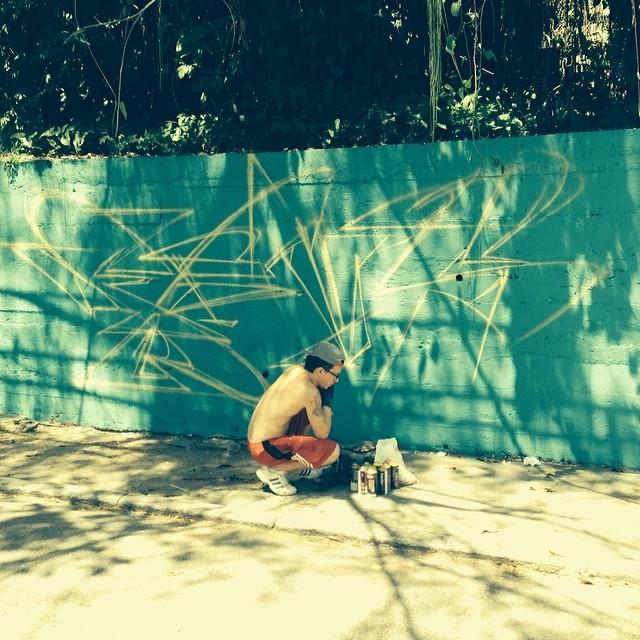 o dia começa com #santacrew ... inna house @marcioswk... de Berlin os monstros Mesyo e Pussy... in action o master @marcelojou #henriquemadeira #streetartrio #streetart #praqueummontedehashtag
