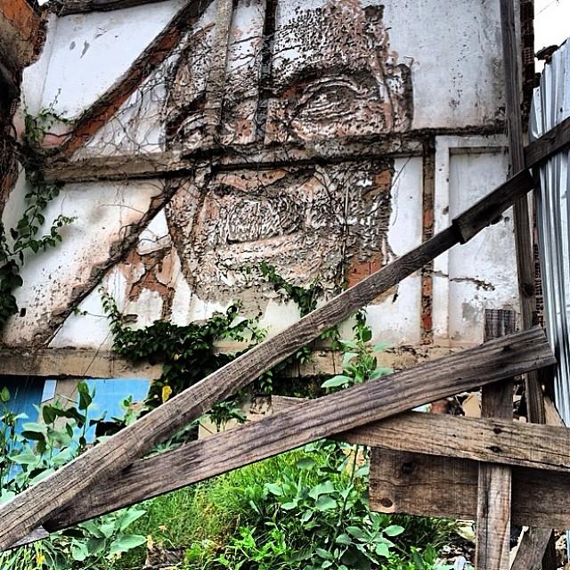 Art by @vhils Artwork by #blu Artwork by @osgemeos #art #graffiti #circlessocialart #streetart #street #canvas #spraypainting #mural #wall #cool #artderue #tag #rua #bomb #drawing #colors #muralpainting #vhils #alexandrefarto #riodejaneiro #streetartrio #rj #brazil