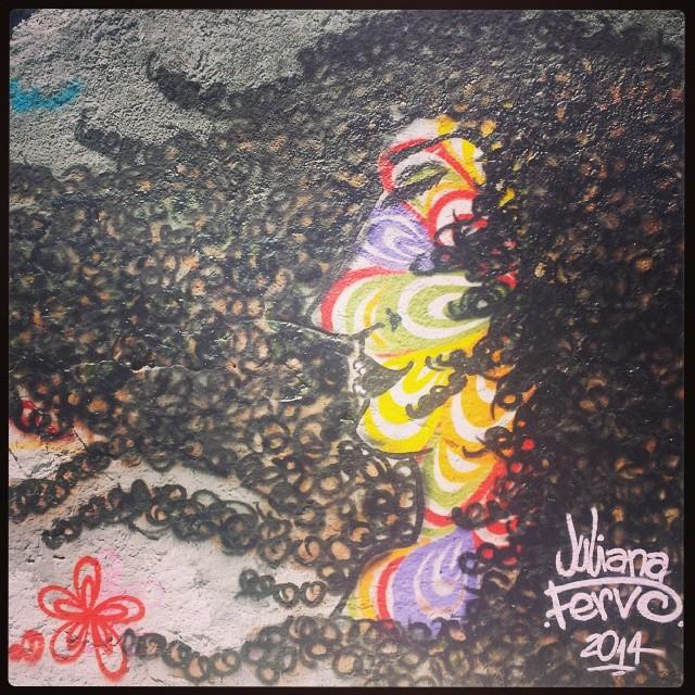 (Minha Segunda Pele) #StreetArtRio #pele #movimento #graffitigils #graffitilife #rua #liberdade #grafffiteiras #brasdepina #rj #riodejaneiro #flor