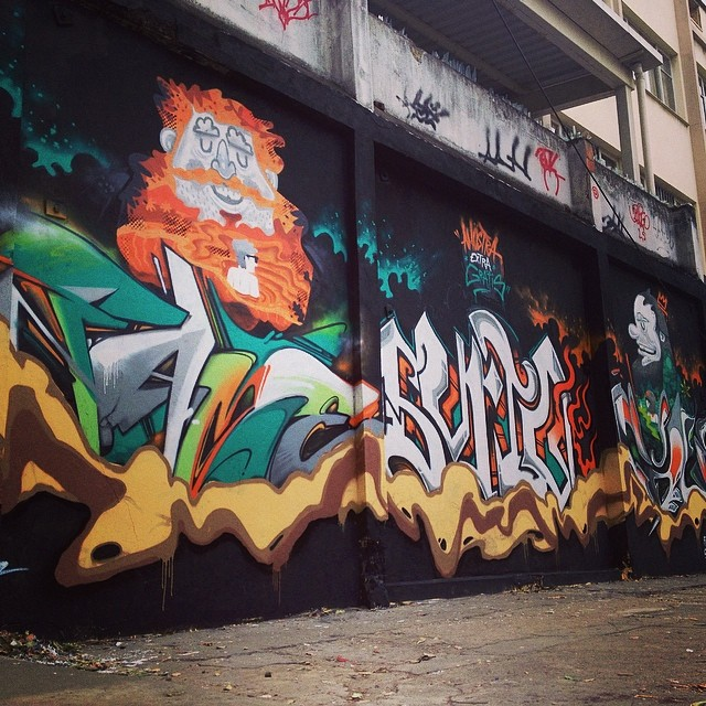 Pintura com os melhores. #wall #paint #graffiti #instagraffiti #desenho #muro #tijuca #errejota #riodejaneiro #brasil #nrvo #streetartrio #streetart #fame #fameone #betofame @viniciuscarvas