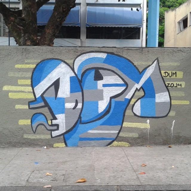 Só de Latex #dum #instagrafite #graffiti #montana94 #artederua #arteurbana #graffiticarioca #streetart #streetartrio #arteruario #grajau