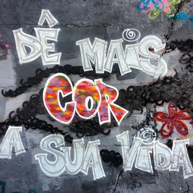Tente. Vai. Busque. Deixe. Só não se acostume com o de sempre.. #cor #colors #letters #movimento #graffitilife #graffiti #StreetArtRio