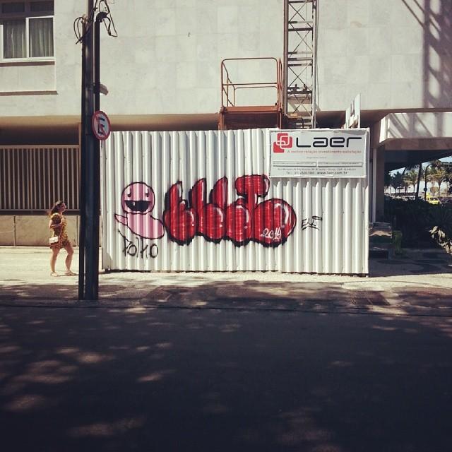 De frente pra praia! Fia de graffiti em ipanema! #streetartrio #polho