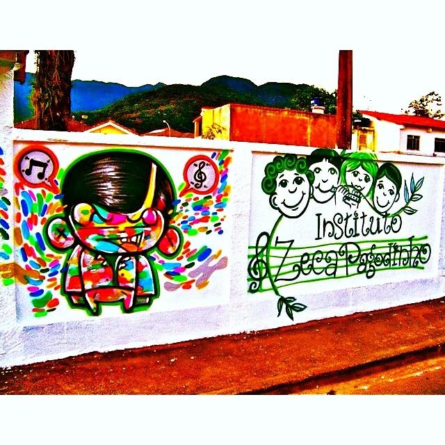 Instituto Zeca Pagodinho Xerém #djonereal & @sockppxi #oldpic #graffiti #streetartrio #xerém #zecapagodinho #streetart @marygirlstyle @vagalumeoverde