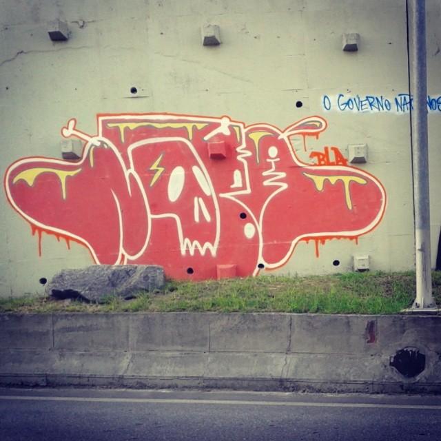 Na continuação role do feriadão. #artistasurbanoscrew #streetartrio #ruasdazn #suburbiocarioca #submundo #legal #ilegal #fodase #nobã630 #linhaamarela #meusrolés #ilovebomb #bomb #writers #graffitiwriters #instagraffiti #oldschool #caligrafiadasruas #terrorzn #zonanorte #riograffiti